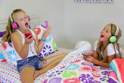 Girls & Lou Lou - scream & shout