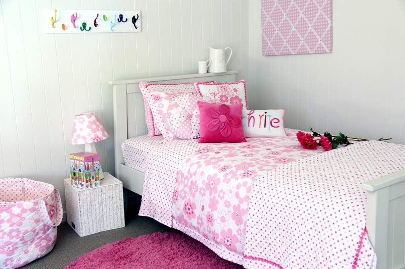 Pink & white floral Millie quilt cover and spot quilted comforter