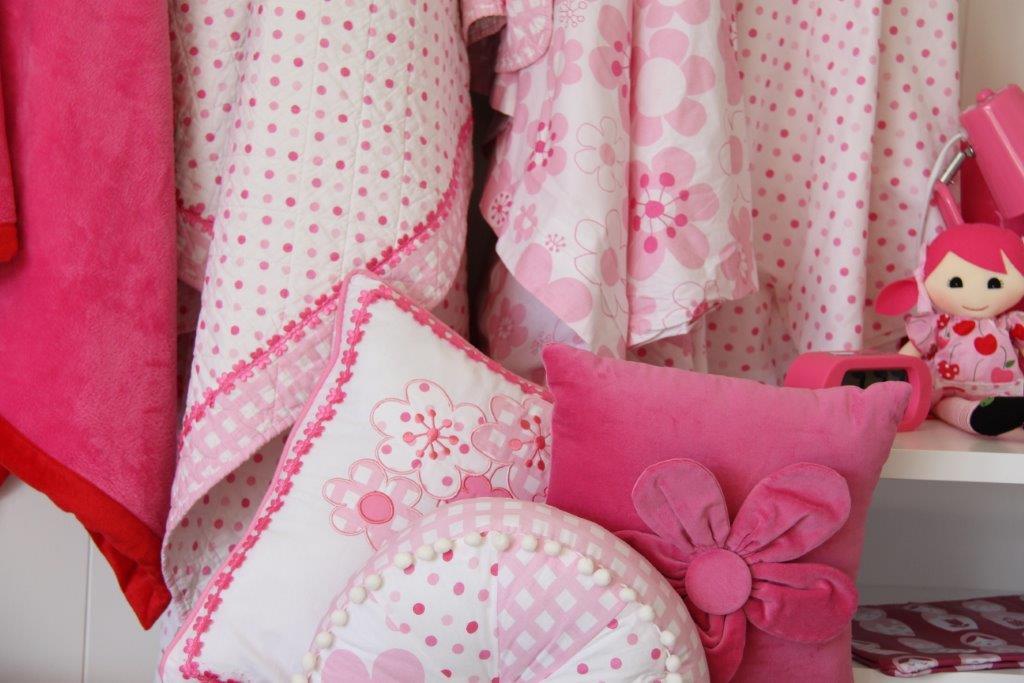 Millie linen hanging - closeup