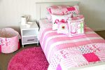 Victoria quilt cover, comforter & sheeting, Fuschia pink rug