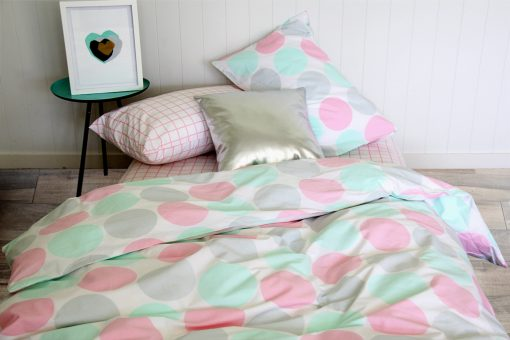 Lily girls duvet with pink, green and grey spots