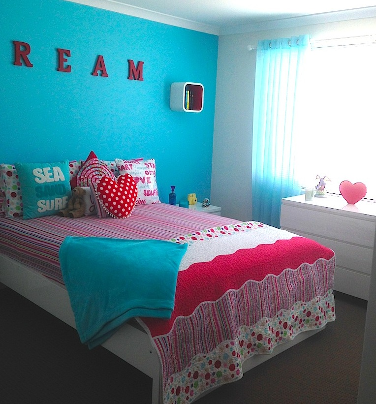 Girls room with lucy stripe quilt cover / doona, Lucy comforter