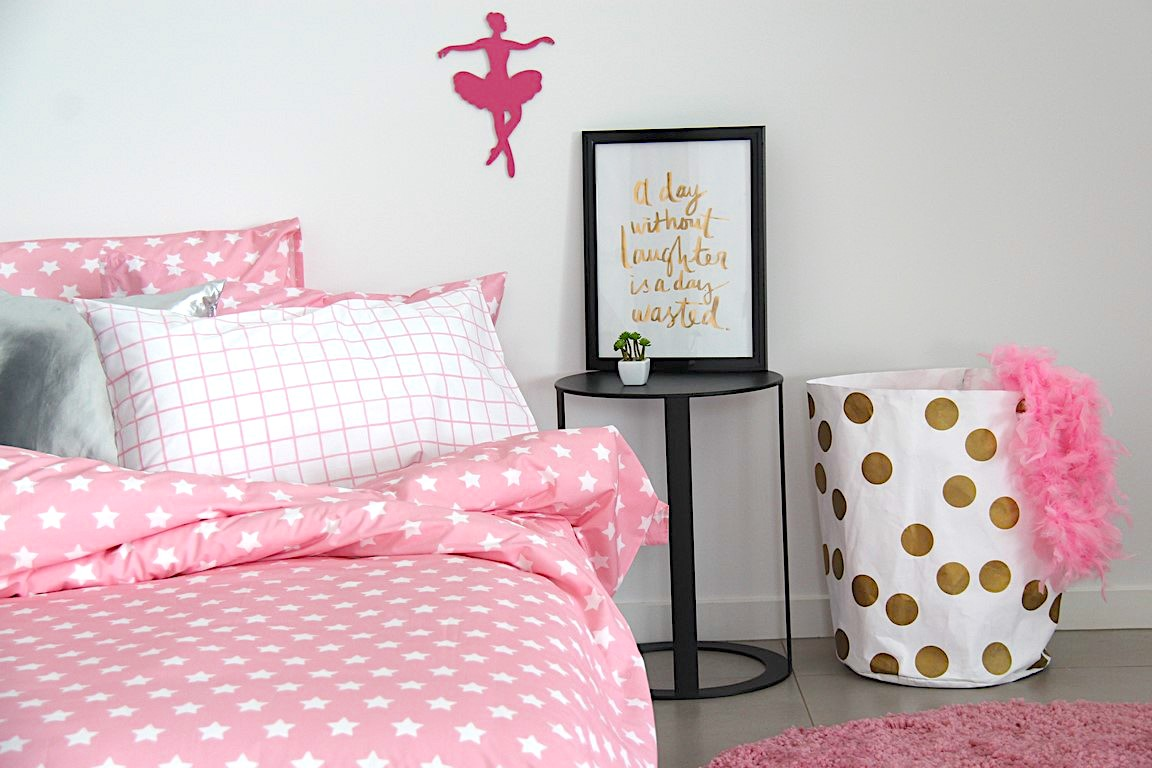 Rosa pink and white star girls duvet cover with candy pink rug and gold